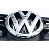 "Main Grille with ""VW"" Emblem and Chrome Trim (Highline)"